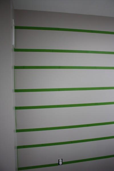 Разметка полос на стене